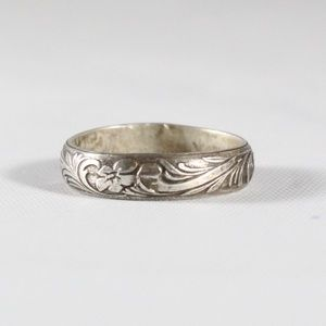 Jewelry - VINTAGE Sterling Silver 4mm Scroll Band Ring 4.25